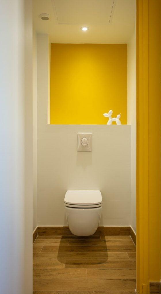 WC Jaune Un refuge Lumineux
